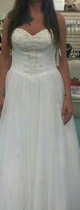 Sz 12 wedding dress from David's bridal. NWT